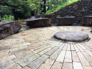 江之浦測候所 雨 ブログ 円形石舞台1