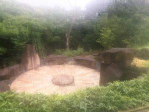 江之浦測候所 雨 ブログ 円形石舞台2